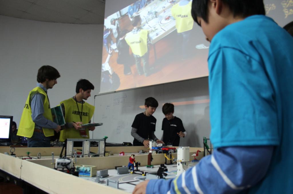 Brújula renueva su apoyo a la UIB en la promoción de los estudios de ingeniería y matemáticas